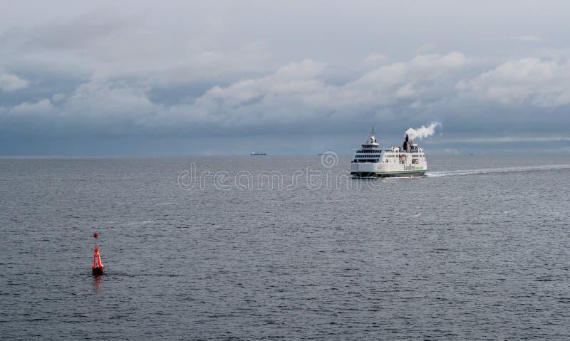 Helsingbog, Suède - 9 octobre 2016 : Le ferry-boat transportant des passagers sur la ligne Helsingborg - Elseneur, Danemark images stock