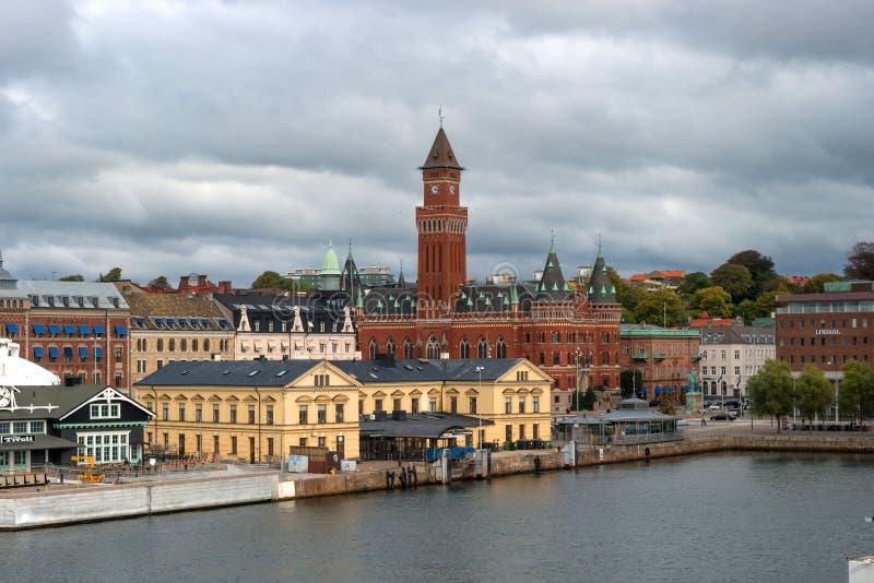 Helsingbog, Suède - 9 octobre 2016 : vue de la ville et du port à bord du ferry à naviguer au Danemark images stock