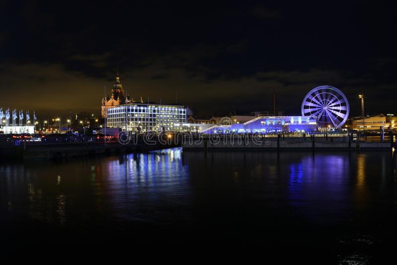 "HELSINGFORS FINLAND †""DECEMBER 6, 2017: Sikt av Helsingfors från th arkivbilder"