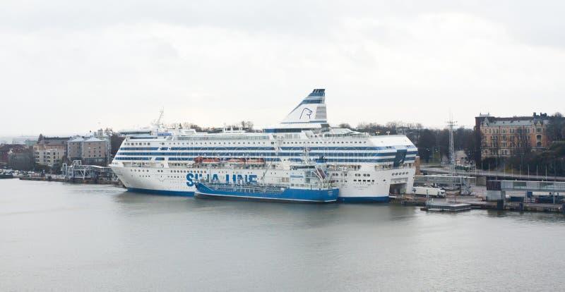 Helsingfors Finland - 21 December 2015: Färjan Silja Line i port av Helsingfors royaltyfri bild
