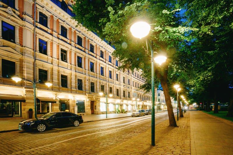 Helsingfors Finland Lyxig bil som parkeras på den Pohjoisesplanadi gatan arkivbilder