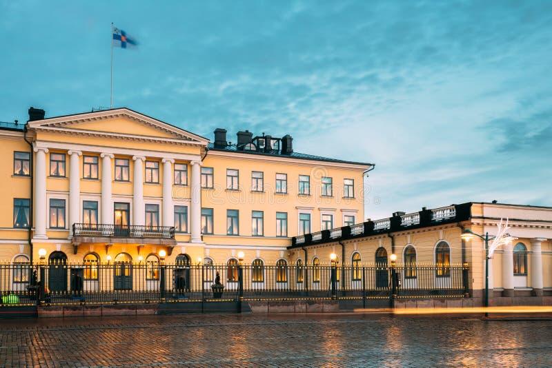 Helsingfors Finland Presidentpalatset i aftonbelysningar royaltyfri foto