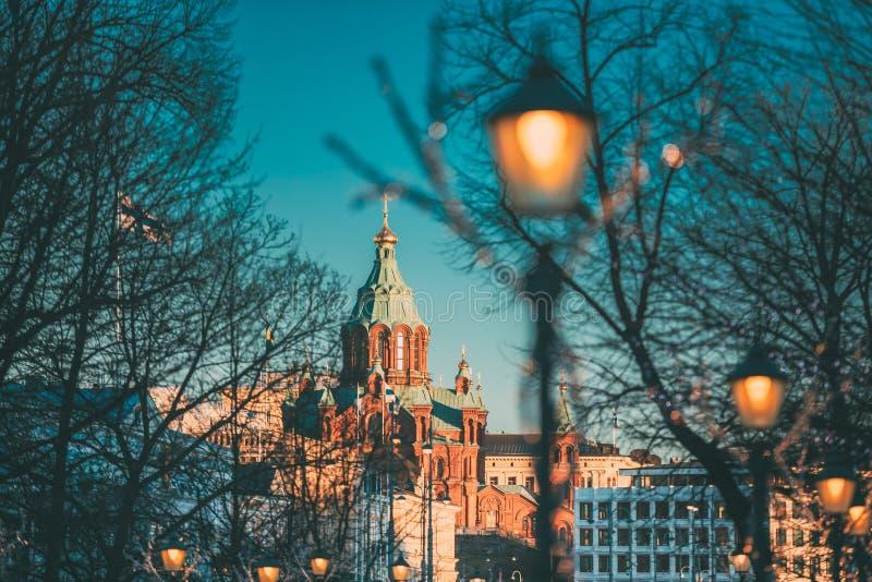 Helsingfors Finland Uspenski domkyrka på kullen på vintermorgonen fotografering för bildbyråer