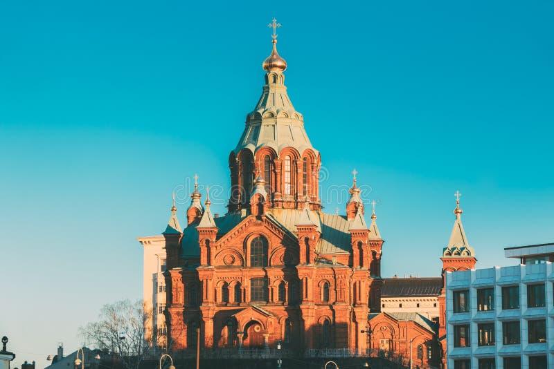 Helsingfors Finland Uspenski domkyrka på morgonen Den röda kyrkan är royaltyfri bild