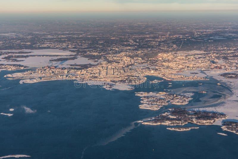 Helsingfors huvudstad av Finland - flyg- sikt - vinterlandskap fotografering för bildbyråer