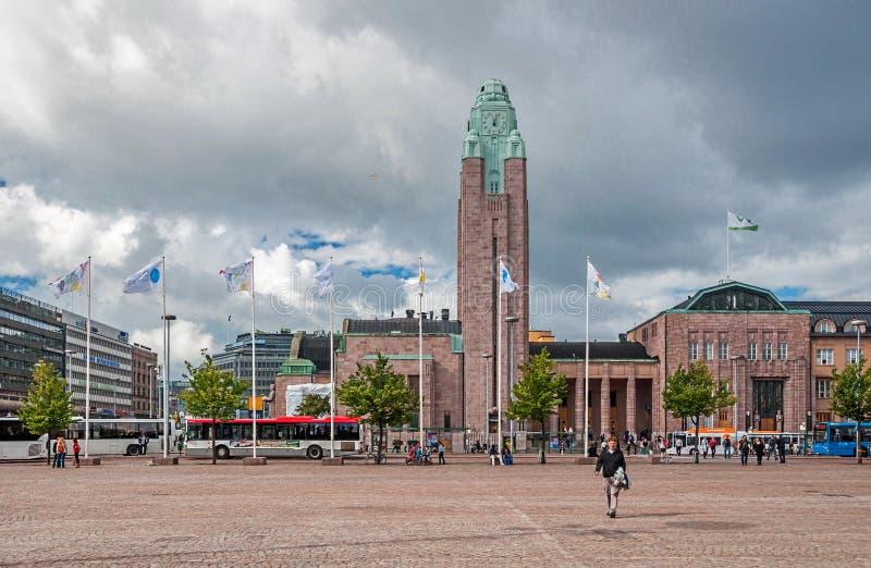Helsingfors, som är gator Vardagsliv av staden på den soliga tidiga höstdagen royaltyfri foto