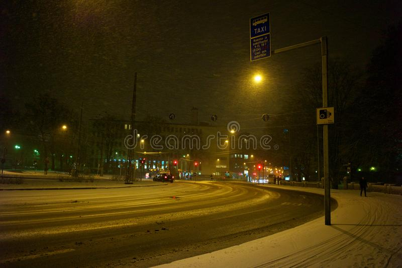 Helsingfors under vinternatt royaltyfri foto