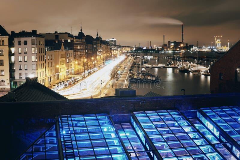 Helsinki bij nacht royalty-vrije stock afbeeldingen