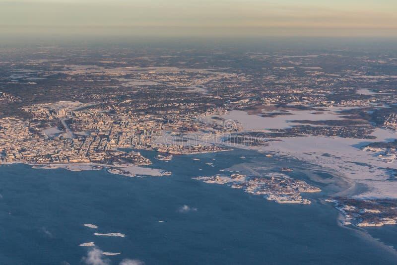 Helsinki, capital de Finlandia - visión aérea - paisaje del invierno fotos de archivo libres de regalías