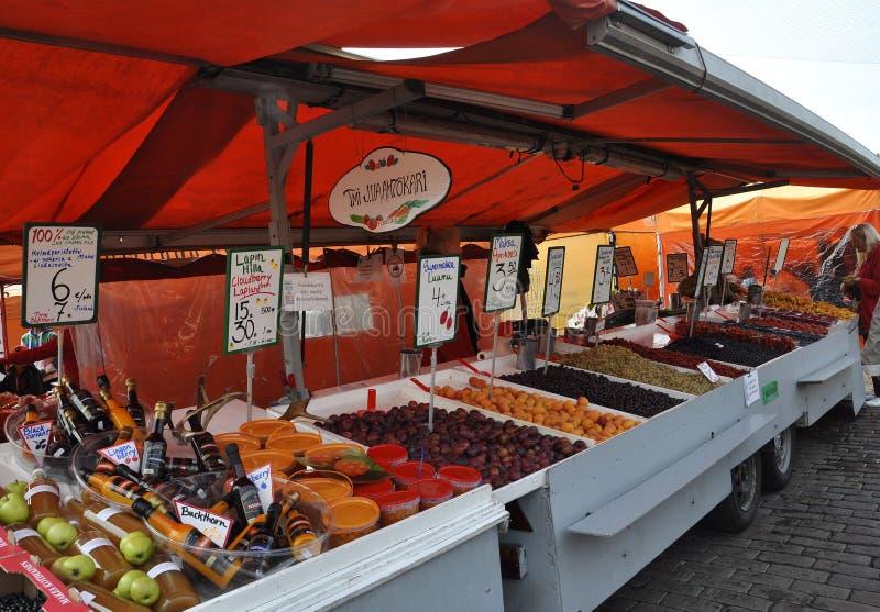 Helsinki, el 23 de agosto de 2014 - mercado de Helsinki en Finlandia foto de archivo libre de regalías