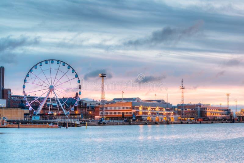Helsinki, Finland Mening van Dijk met Ferris Wheel In Evening stock foto