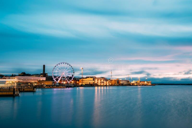 Helsinki, Finland Mening van Dijk met Ferris Wheel In Evening royalty-vrije stock foto