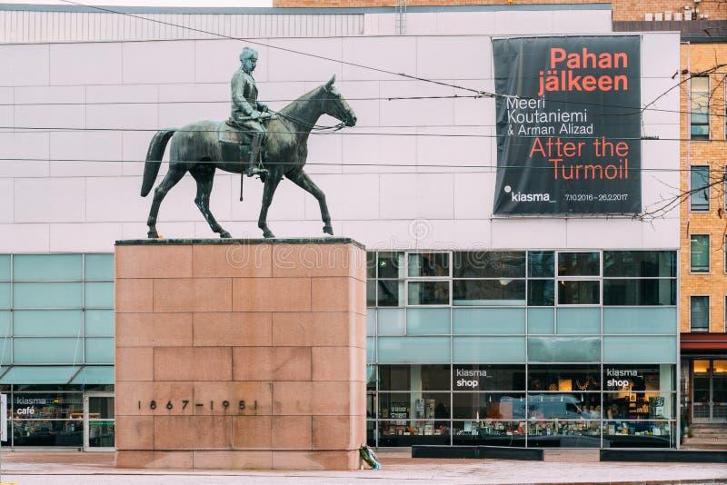 Helsinki, Finland Ruiterstandbeeld van Hofmaarschalk Mannerheim Is Monument om Of Finland Carl Gustaf Emil Mannerheim te rangschi stock foto's