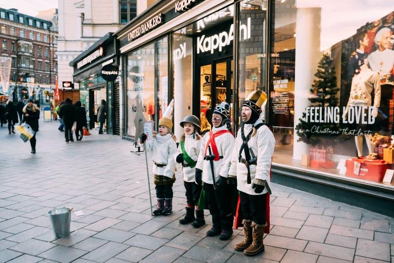 Helsinki, Finlandia Cantanti della stella vicino al grande magazzino di Stockmann immagini stock