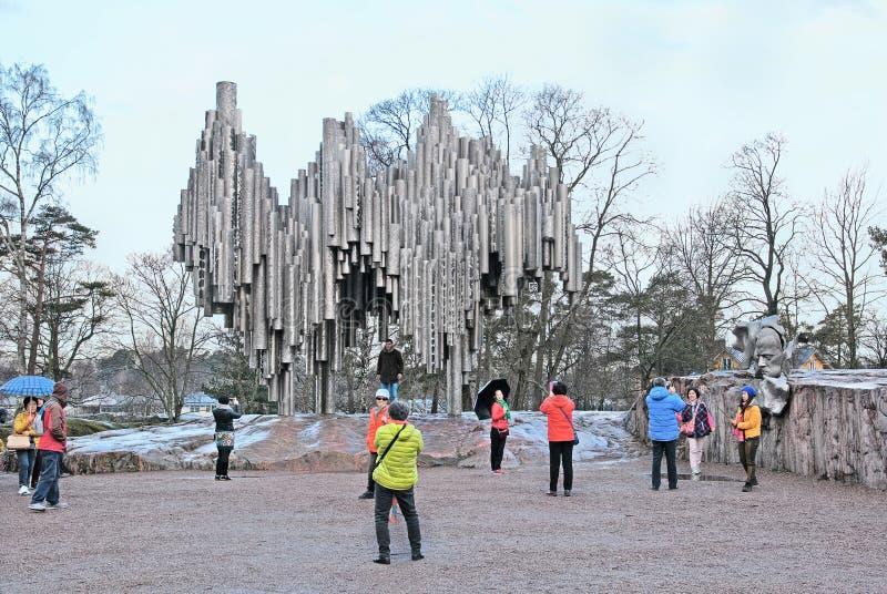 helsinki Finlandia Ludzie blisko Sibelius zabytku zdjęcie stock