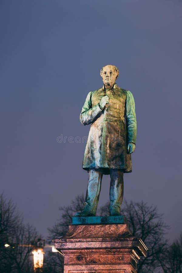 Helsinki, Finlandia Statua di Johan Ludvig Runeberg On Esplanadi fotografia stock
