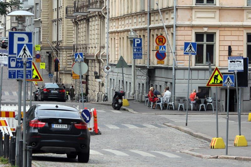 Helsinki, Finnland. Auf der Straße lizenzfreie stockfotografie