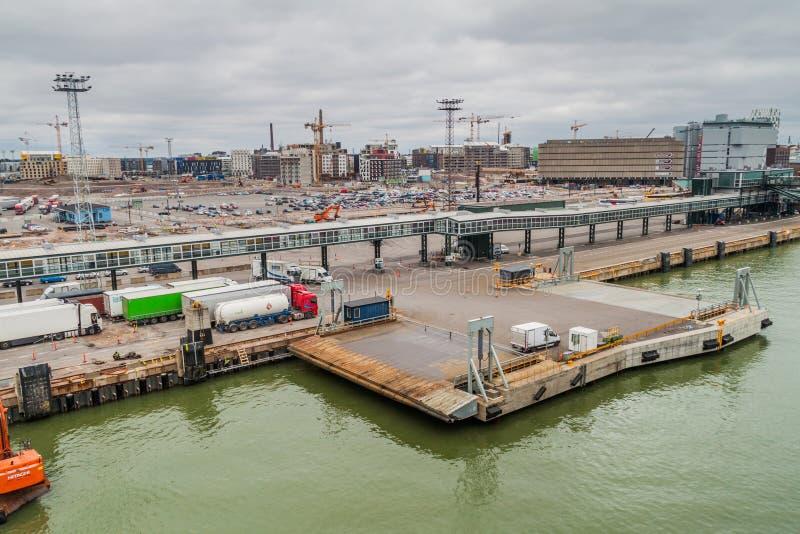 HELSINKI, FINNLAND - 24. AUGUST 2016: Passagierlandungsbrücke am Westanschluß Lansisatama eines Hafens in Helsink lizenzfreies stockfoto