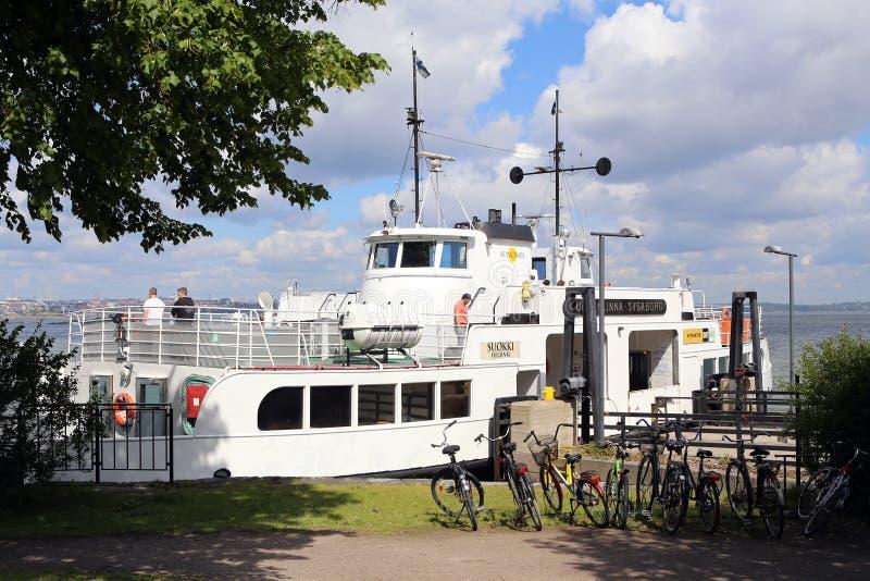 Helsinki, Finnland Fähre im Seehafen von Suomenlinna-Inseln lizenzfreie stockfotografie