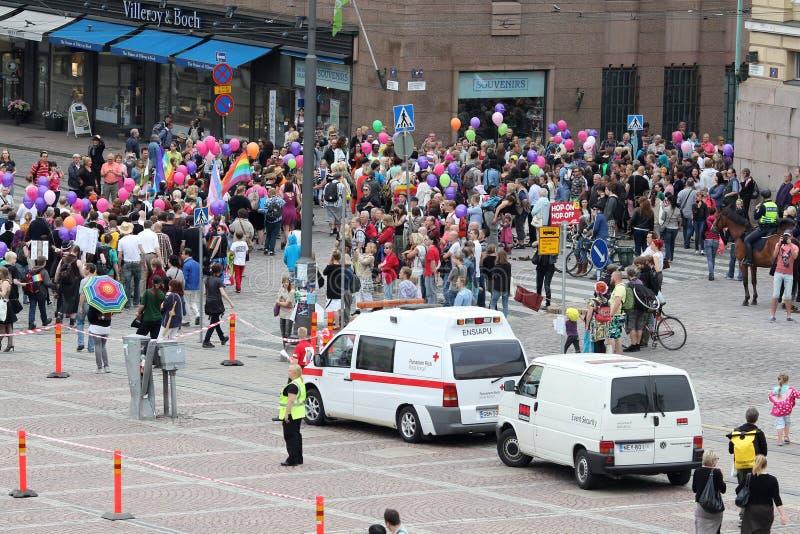 Helsinki, Finnland, am 29. Juni 2013. Anfang der homosexuellen Parade lizenzfreie stockbilder