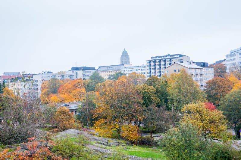 Helsinki, Finnland Kallio-Bezirksstadtbild am Herbst lizenzfreies stockbild