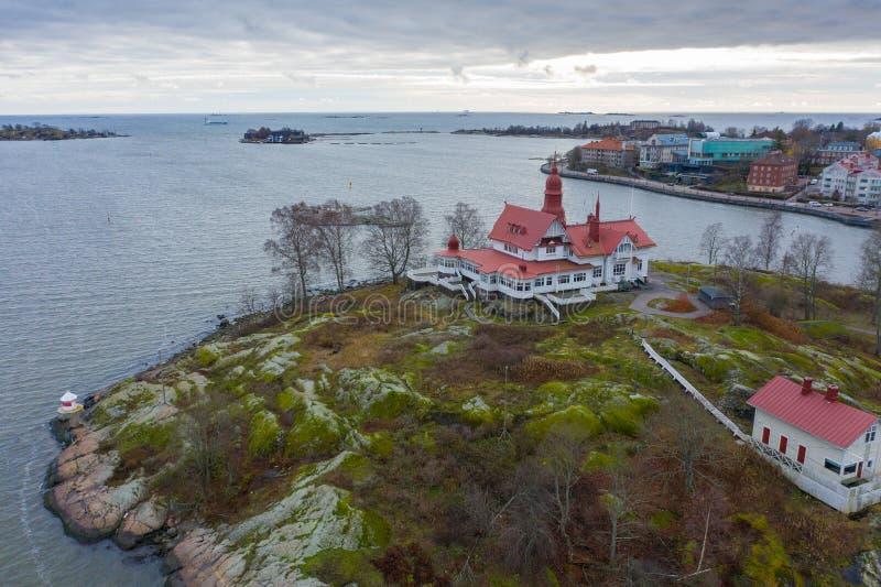 Helsinki, isla de Finlandia Luoto, vista aérea desde el drone imágenes de archivo libres de regalías