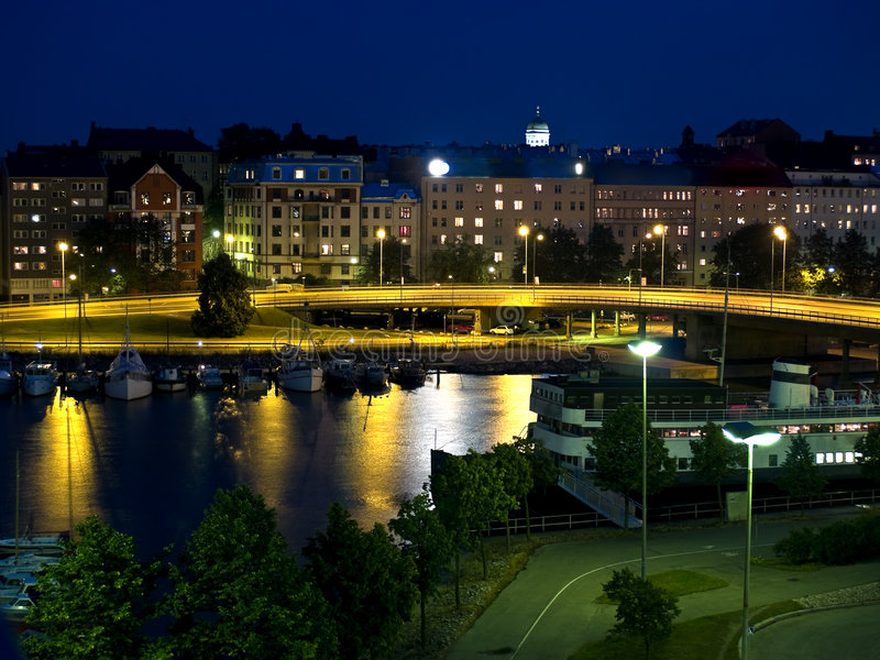 Helsinki in Nacht royalty-vrije stock foto's
