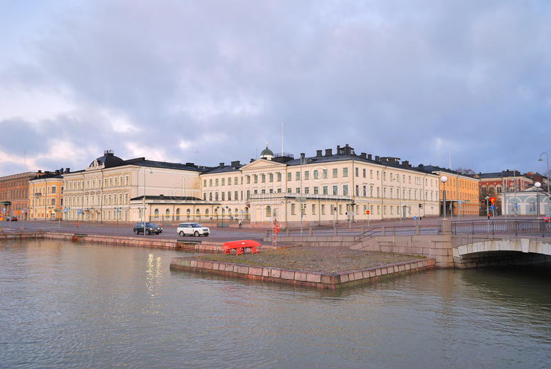 Helsinki. Remblai de Pohjoisesplanadi photographie stock libre de droits