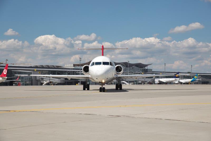 Helvetic Airways Fokker-100 fotografía de archivo libre de regalías