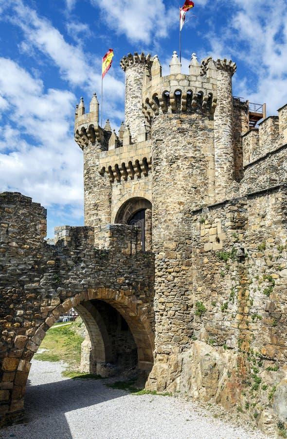 Hem- eller huvudsaklig ingång av den Templar slotten i Ponferrada, Bierzen royaltyfria bilder