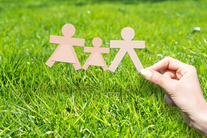 Hem- försäkring som skyddar ditt familjbegrepp fotografering för bildbyråer