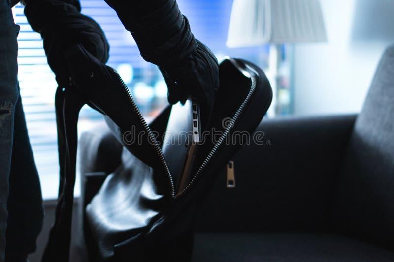 Hem- inbrott och röveri fotografering för bildbyråer