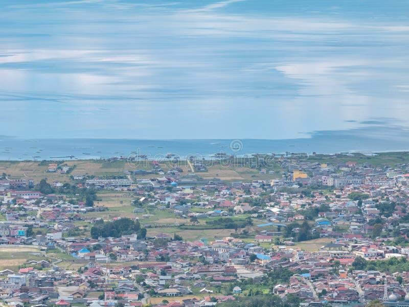 Hem- invånareuppehälle på kanten av sjön i Indonesien royaltyfri bild
