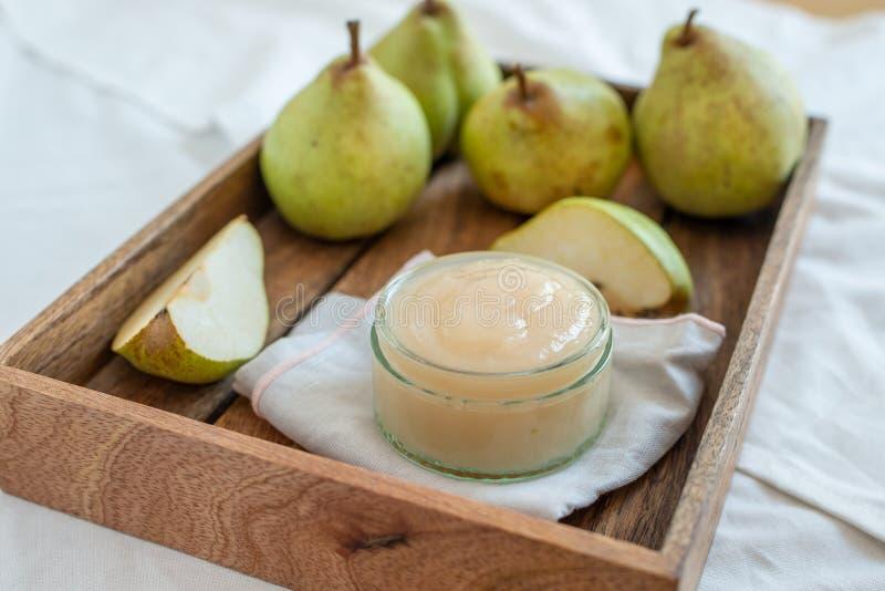 Hem lagade mat organiska päron royaltyfri bild