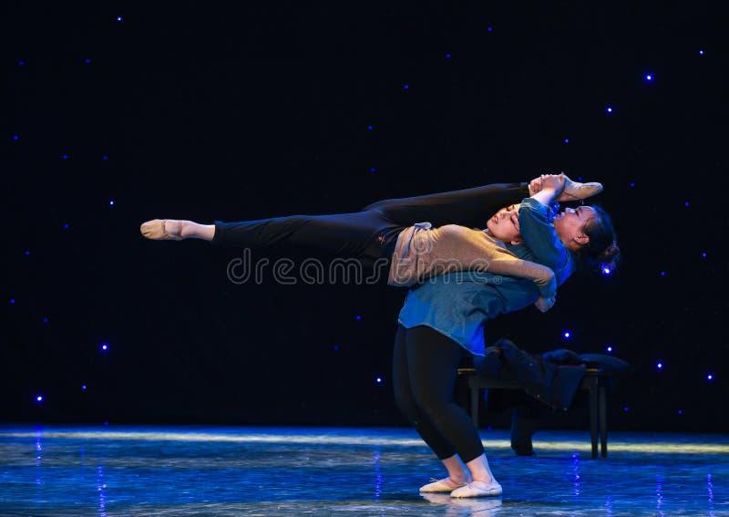 Hem-modern dans för svår handling-väg baksida royaltyfri bild