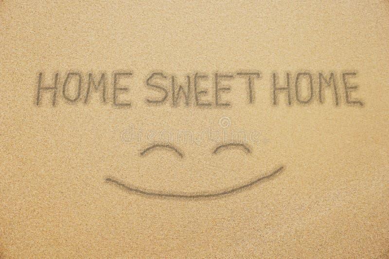 Hem- sötsakhemhandskrift på sand royaltyfri foto