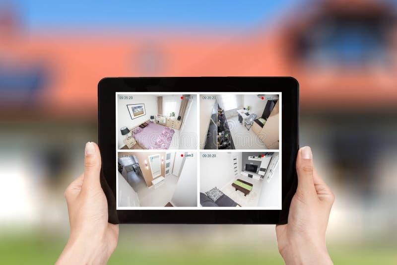 Hem- vid för hus för larm för system för bildskärm för kameracctv-övervakning smart royaltyfria bilder