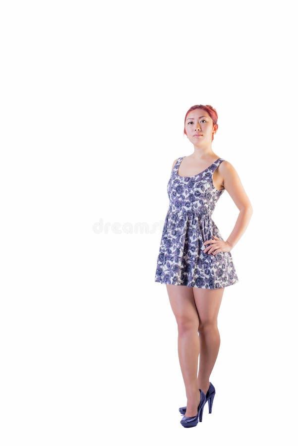 Hembra asiática joven en vestido corto fotografía de archivo