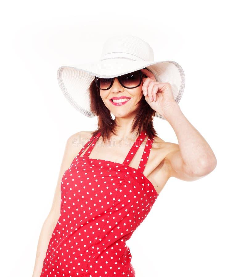 Hembra atractiva con el sombrero y las gafas de sol fotos de archivo libres de regalías