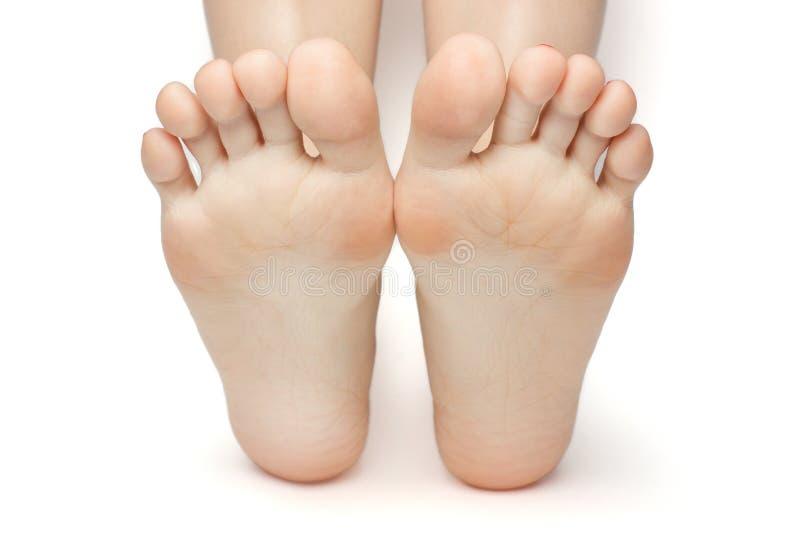 Hembra bien arreglada hermosa un pie y un talón aislados en el fondo blanco fotografía de archivo