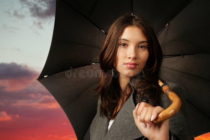 Hembra con el paraguas imagen de archivo