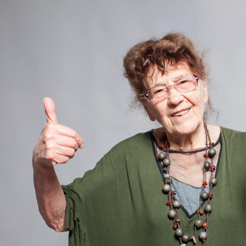 Hembra de la abuelita en el estudio foto de archivo libre de regalías