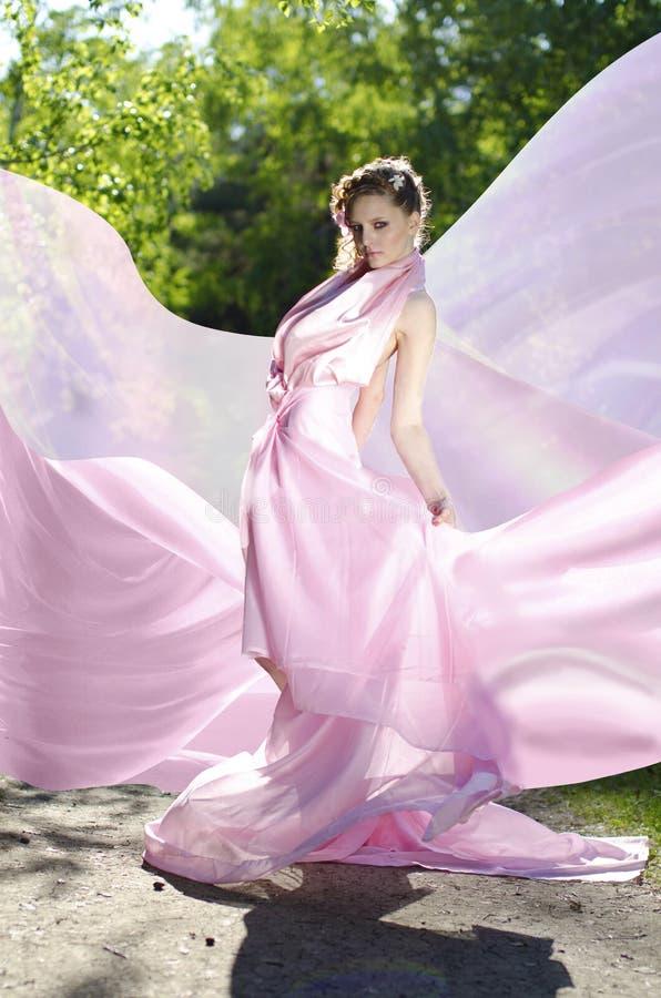 Hembra en color de rosa fotografía de archivo libre de regalías