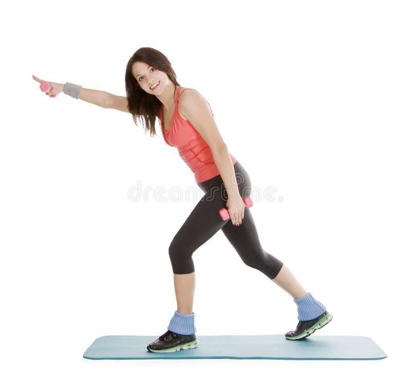 Hembra joven atractiva con pesas de gimnasia de la aptitud imagen de archivo libre de regalías