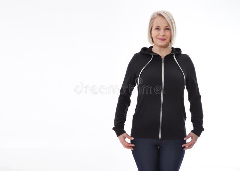 Hemdentwurf und Modekonzept - junge Frau im Sweatshirt Vorder- und Rückseite, schwarze Kapuzenpullis, freier Raum lokalisiert auf lizenzfreies stockfoto