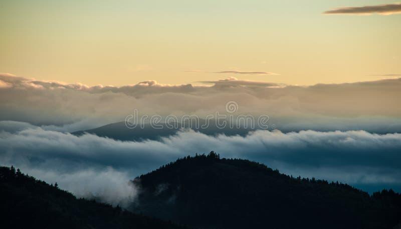 Hemel in bergen stock fotografie