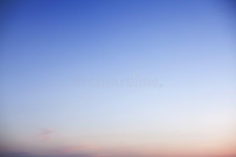 Hemel bij schemer, slechts hemel, achtergronden royalty-vrije stock fotografie