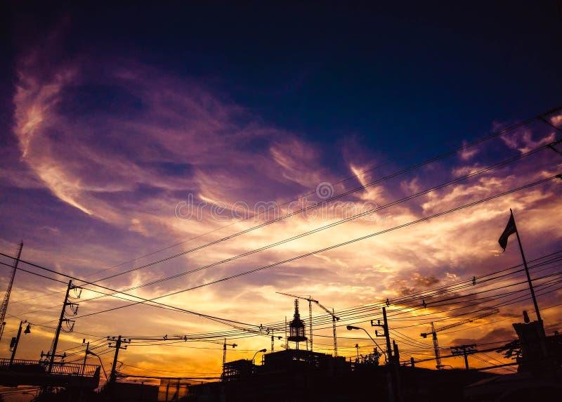 Hemel bij zonsondergang, brand op hemel royalty-vrije stock foto's