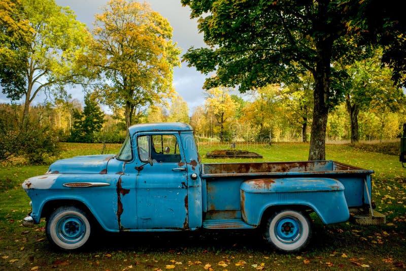 Hemel blauwe vrachtwagen royalty-vrije stock foto's