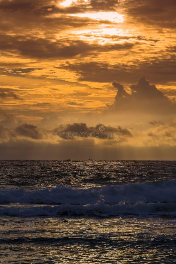 Hemel en overzees in zonsondergang, Sri Lanka royalty-vrije stock afbeelding